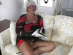 string bag granny in say no to face
