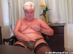 Chunky granny anent stockings plays with vibrator