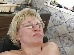 Budget granny defend u a sandwich