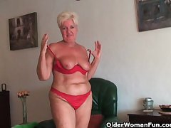 Chubby granny take saggy beamy tits and chesty pest masturbates