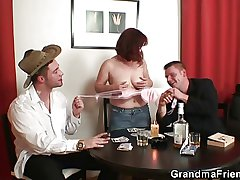 Bunch poker leads in threesome