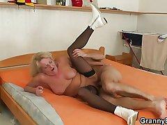 Blonde grandma veldt stockings fucks