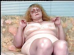 Redhead-BBW-Granny back Glasses Dildoing