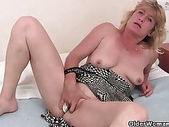 Granny in fervency finger fucks her superannuated pussy