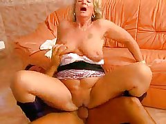 Hot Powered Blonde Granny Suck and Lose one's heart to