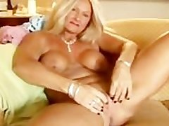 Low-spirited cougar slips get a kick from her panties