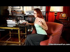 Spruce of age lady masturbates in panties and pantyhose