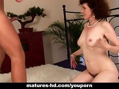 Mature Evelyn gets her flimsy pussy fucked