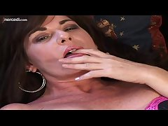 MILF Bella Roxxx Flicks Her Bean Exclusively